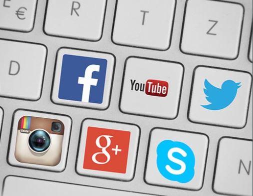 MÉDIAS SOCIAUX ET SITE WEB