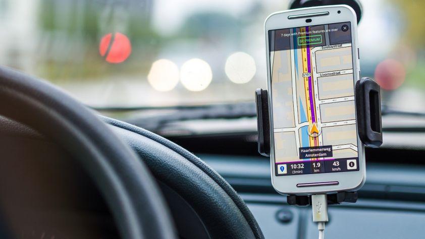 application-reservation-taxi-vtc-moto-taxi-paris-france-842x474-1